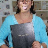 pedagógiai munkatárs szakos tanuló a szakdolgozatával