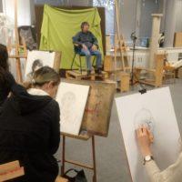 festészeti szakos tanulóink az iskola alkotóterében festenek