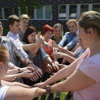 pedagógiai munkatárs szakos tanulók szabadtéri órán vesznek részt