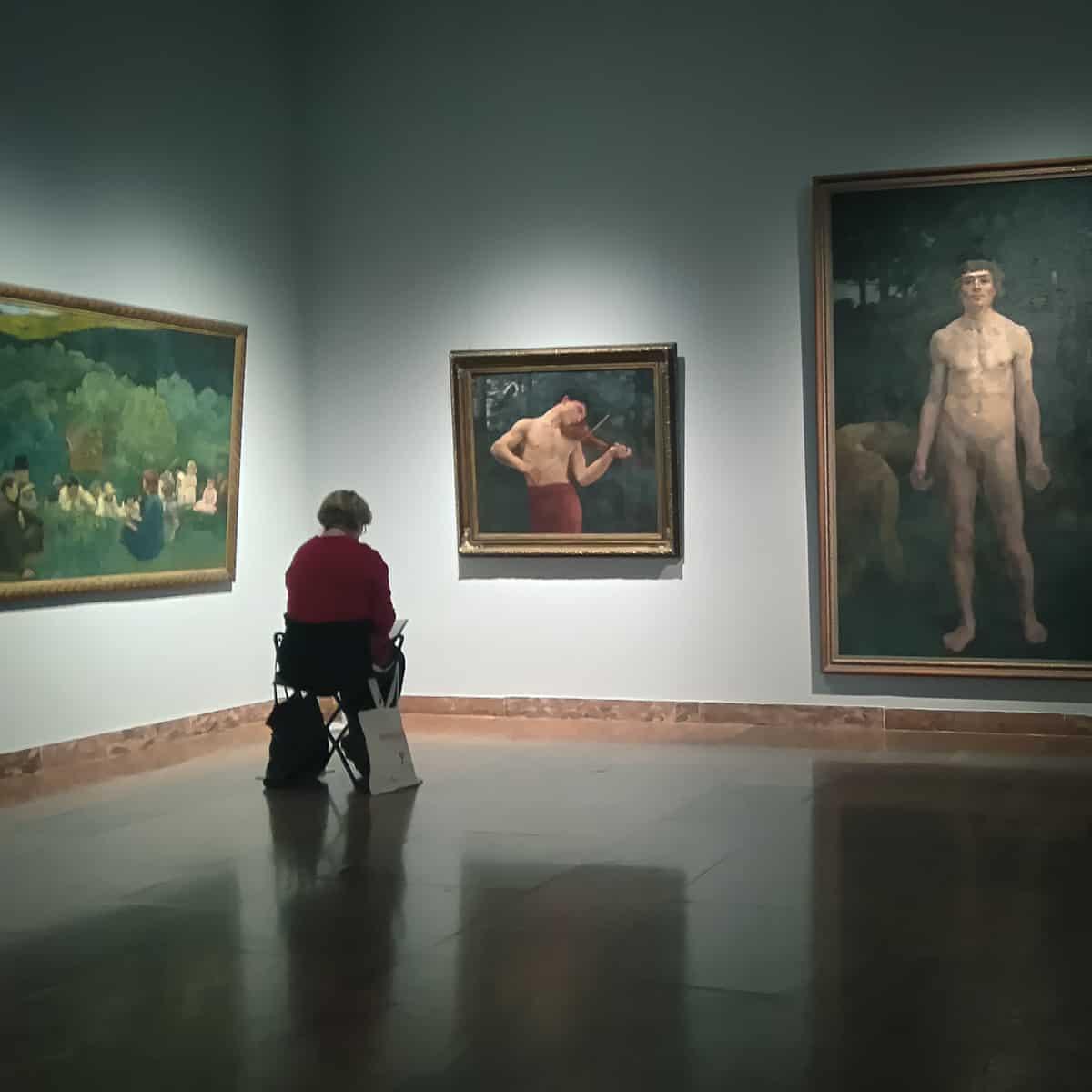 festészeti szakos tanulónk a múzeumban