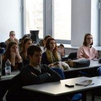 ügyviteli ügyintéző diákok a tanórán